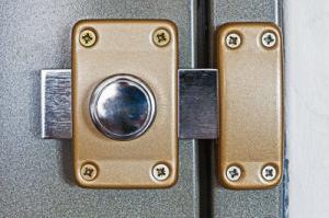 Sicherheitsriegel für die Tür